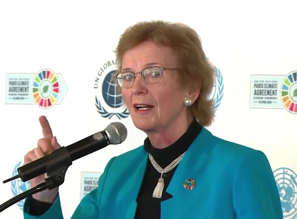 Mary Robinson, former President of Ireland and renowned campaigner of human rights and climate justice. It was lovely to see most speakers wearing the pin with the logo of the colorful SDGs.